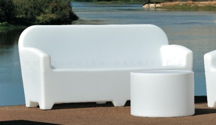 Sof con kit de luz para terraza for Muebles de plastico para exterior