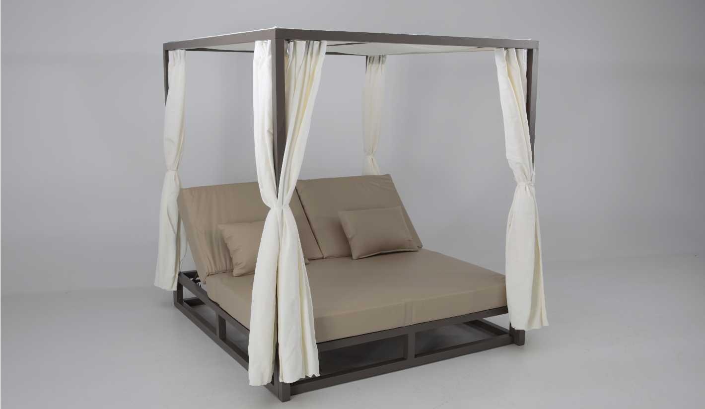 Cama de exterior con piel n utica cabo verde for Sofa exterior hierro