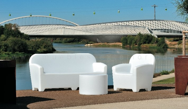 Mesa de terraza con luz for Muebles de exterior para terrazas